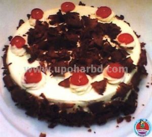 Cake with blackforest flavour and lots of cherry