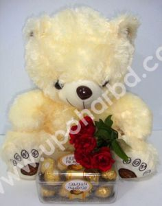 Chocolate with roses and teddy