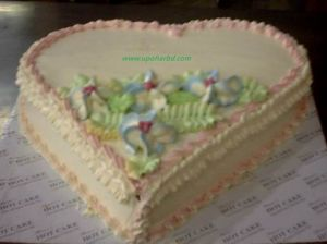 Heart shaped cake with creamy flowers