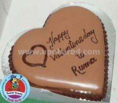 Heart shape cake with chocolate