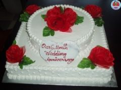 Duel layer cake with flowers