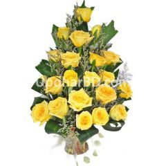 Elegant arrangment of yellow roses