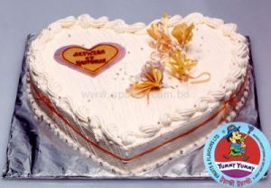 Heart shape cake with ribbon