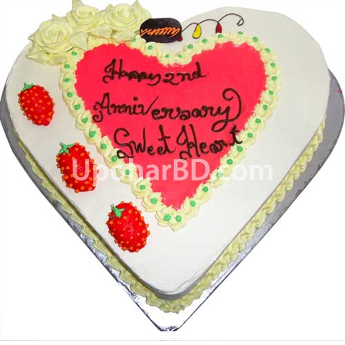 Heart shape cake with strawberry design