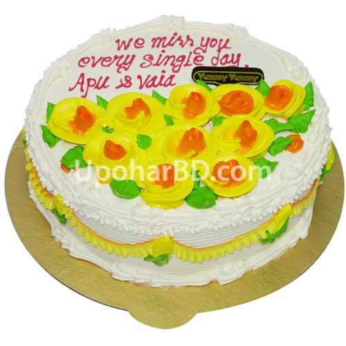 cake with yellow rose bed