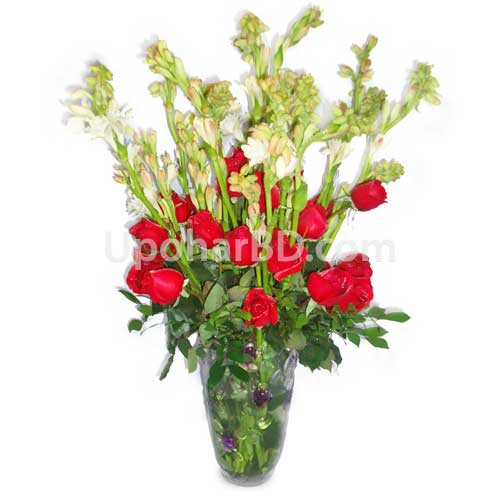 Fresh roses and rajnigandha in a vase