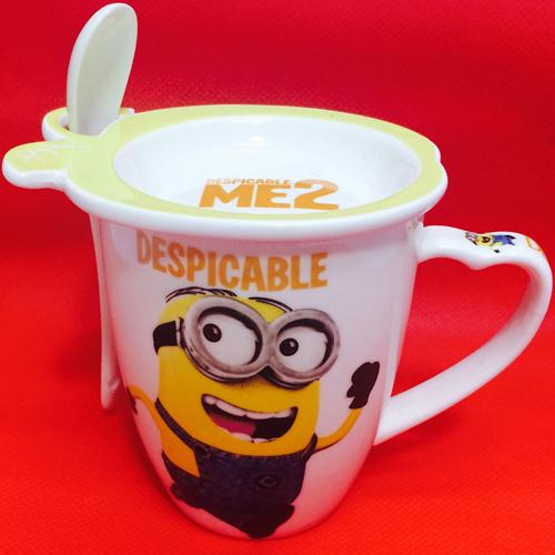 Minion coffee mug with lid