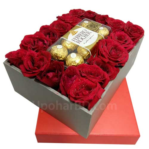 Box of surprise with chocolate and roses