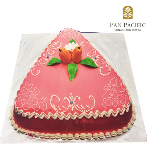 Strawberry shaped fondant cake