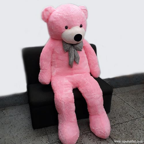 Big teddy bear in pink