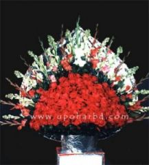 Tower of 200 red roses